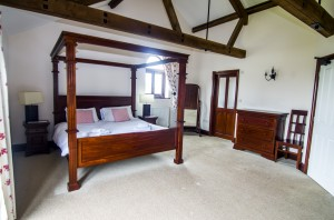 Woodpecker Four Poster Bed